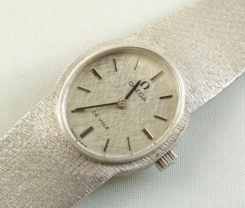 Wit gouden omega horloge