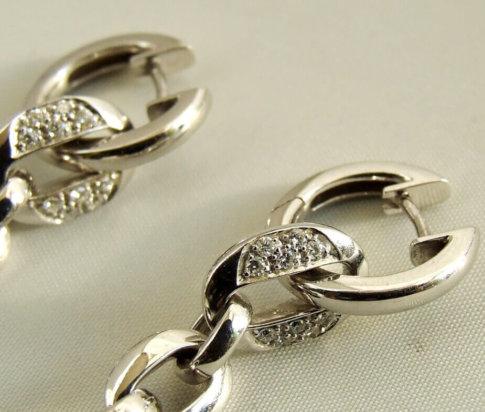 14 karaat wit gouden oorbellen met parel en diamant