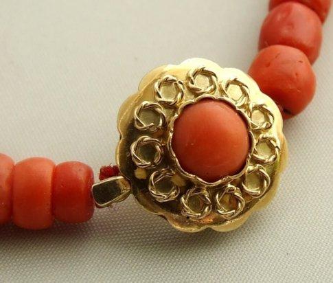 Bloedkoraal collier met gouden sluiting