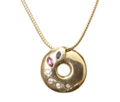 Gouden collier met hanger robijn saffier diamant