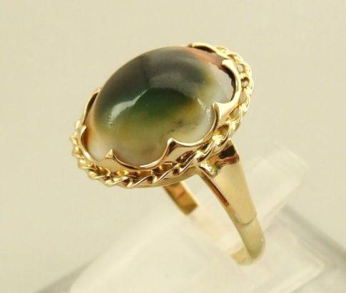Gouden ring met matabia steen