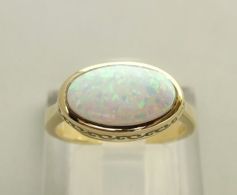 14 karaat geel gouden ring met opaal