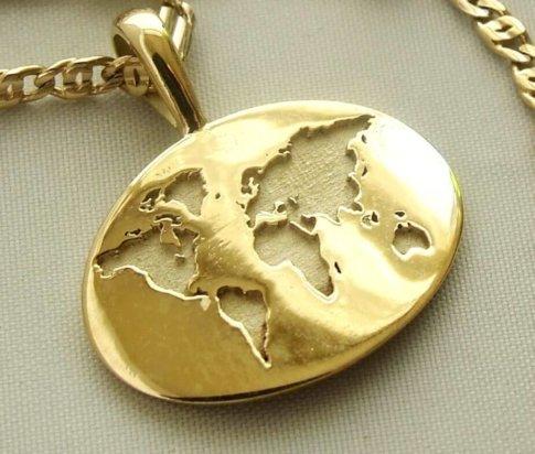 Gouden collier met wereldkaart hanger