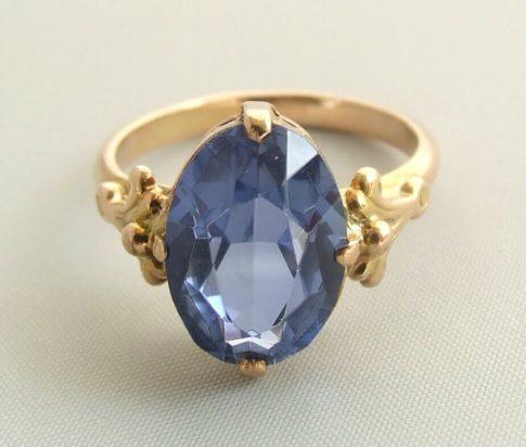 Gouden ring met synthetische topaas