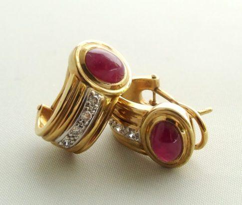 Gouden oorclips met robijn