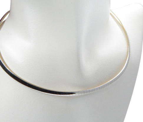 Wit gouden omega collier plat