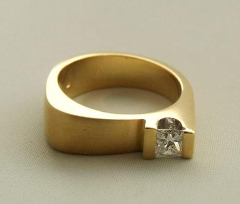 18 karaat gouden ring met Princes diamant
