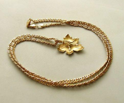 Geel gouden collier met hanger herfst blad