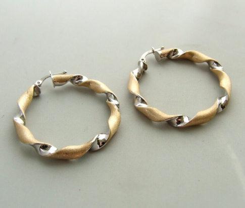 14 karaat bicolor gouden gedraaide oorbellen