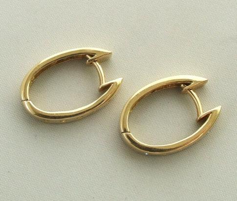 14 karaat gouden oorbellen met diamant