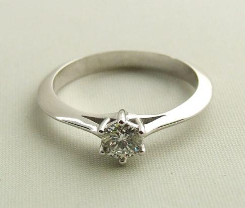 14 karaat ring met diamant