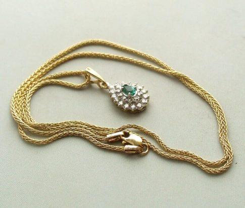 Gouden collier en hanger met smaragd en diamant