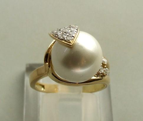 Gouden ring met parel en zirkonia