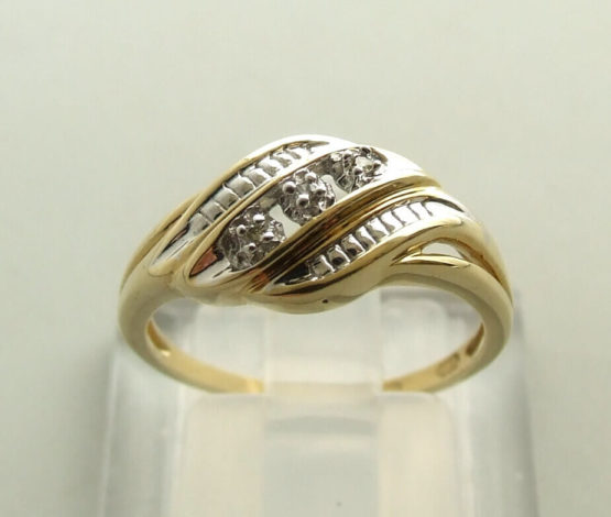 Gouden vlecht ring met diamant