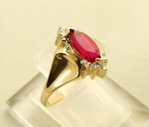 14 karaat gouden ring met robijn