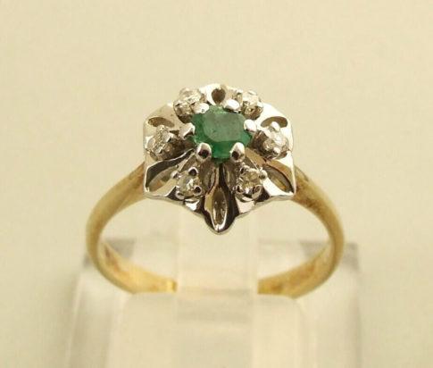 14 karaat gouden ring met smaragd en diamant