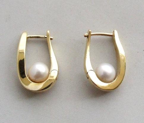 14 karaat geel gouden oorbellen met parel
