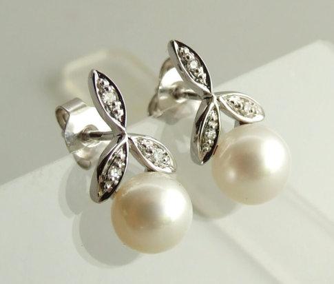 14 karaat wit gouden oorbellen met diamant en parel