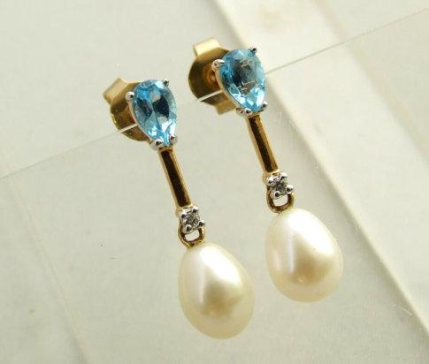 Gouden oorbellen met topaas, diamant en parel