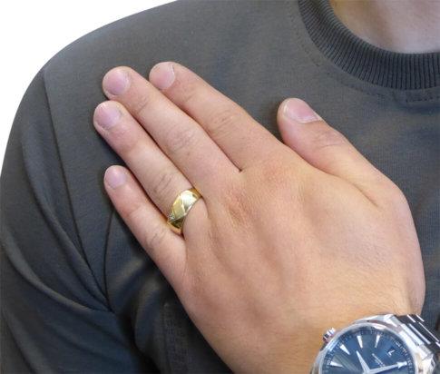 14 karaat cachet ring met diamant