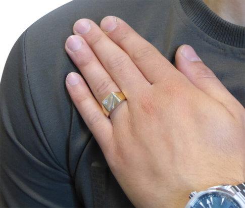 Christian gouden cachet ring met diamant