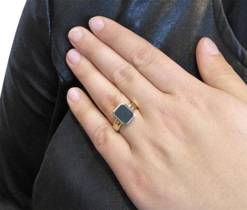 Christian cachet ring met lagensteen