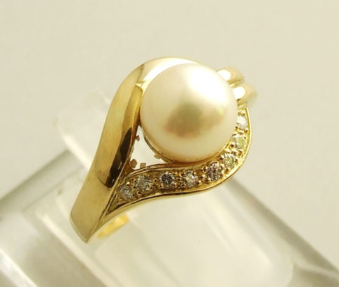 18 karaat gouden ring met parel en diamant