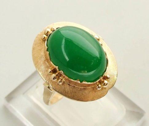 Gouden ring met nefriet
