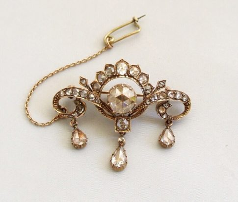 Rose gouden broche met roosdiamanten