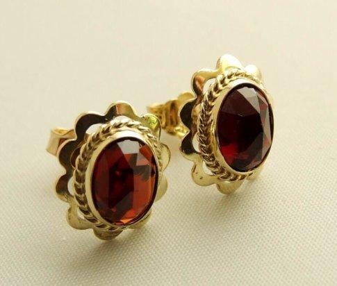 Gouden granaat oorbellen