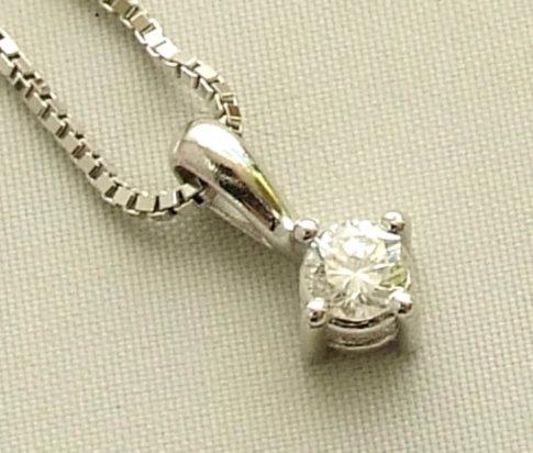 Wit gouden diamanten hanger en collier