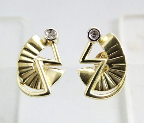 Gouden fantasie oorbellen met diamant