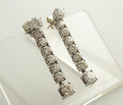 Wit gouden diamanten oorbellen
