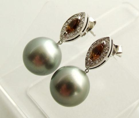 Gouden oorbellen met cultive parels en diamanten